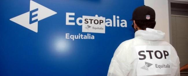 LaPresse10-05-2012 Mestre, VeneziaCronacaOccupata e murata la sede di Equitalia a MestreNella foto: l'occupazione della sede